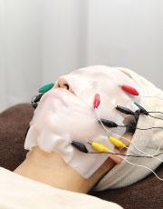 顔の筋肉を鍛える施術
